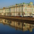 View Winter Palace in Saint-Petersburg from Neva river. Russia — Stock Photo