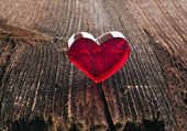 Love heart on breakage wood texture background, valentines day card concept — Stock Photo