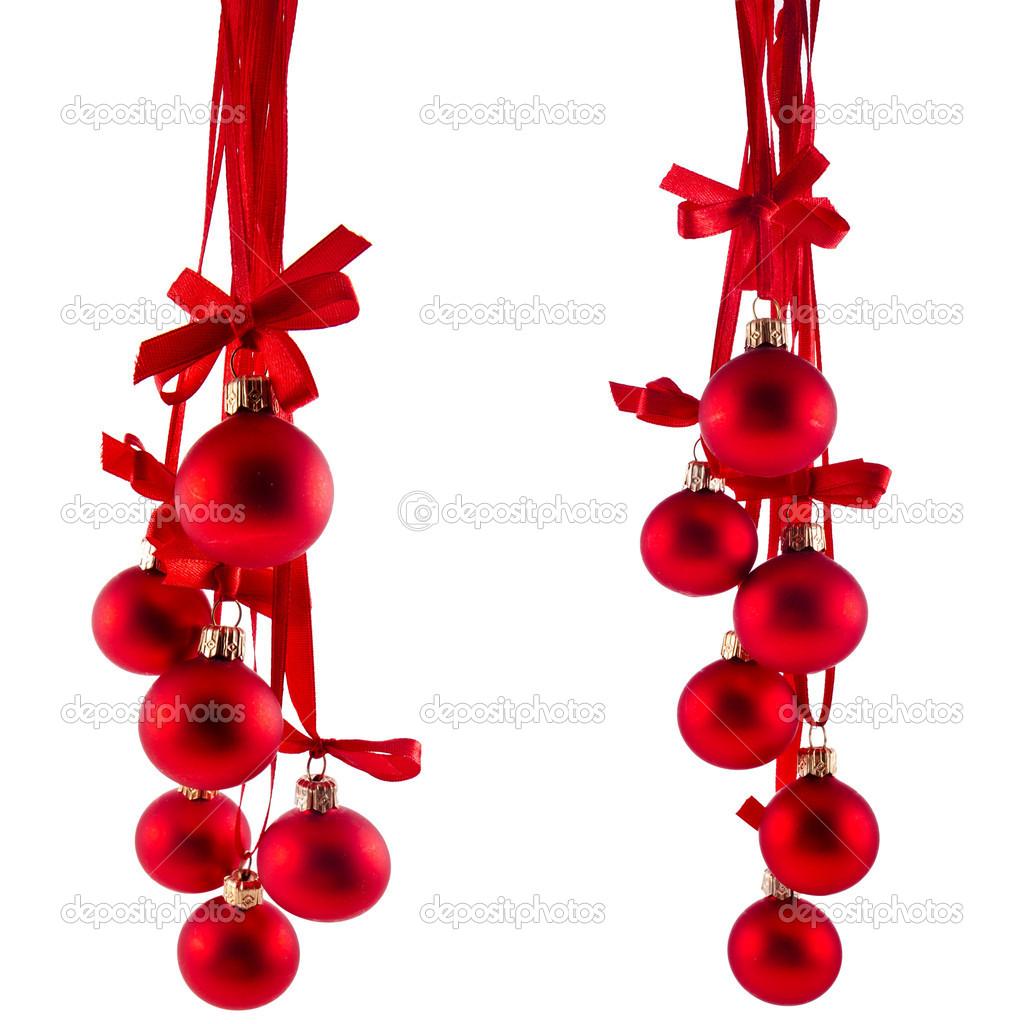 boules de no l rouge suspendu avec ruban arcs isol s sur fond blanc photographie madllen. Black Bedroom Furniture Sets. Home Design Ideas