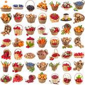 Saludables sabrosas frutas, verduras, bayas, las tuercas en una cesta de mimbre, conjunto de la colección aislado sobre un fondo blanco — Foto de Stock