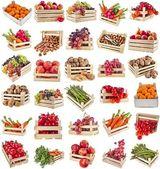 Freschi gustosi frutti sani, verdure, bacche, noci in scatola di legno, set di raccolta, isolato su sfondo bianco — Foto Stock