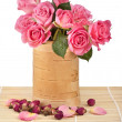 Rose bouquet in wooden vase — Stock Photo #25341489