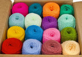 Fabric accessories for retail haberdashery, multi-colored balls of wool — Fotografia Stock