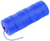 Blauwe schoothoek spoel van bindgaren touw geïsoleerd op witte achtergrond — Stockfoto