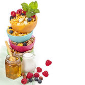 Tower stack of colorful plastic bowl with fresh berries and corn flakes — ストック写真