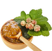 Cloudberry jam bowl with fresh berry close up isolated on white background — Stock Photo