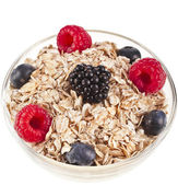 Oat flake in a bowl with fresh berries — Stock Photo