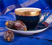 Café negro con fechas — Foto de Stock