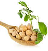 Chick peas over wooden spoon — 图库照片