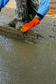 Pouring concrete mix for road construction workers. — Foto de Stock
