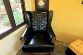 Closeup texture of vintage black leather sofa — Stock Photo