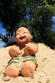 Baby Doll statue on the sand. — Stockfoto