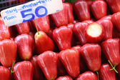 Rose apple in de markt — Stockfoto