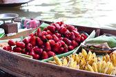 水果浮动市场船 — 图库照片
