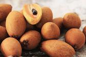 Sapodilla frukt på marknaden — Stockfoto