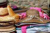 Hats for sale at Damnoen Saduak Floating Market - Thailand. — Stock Photo