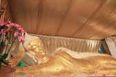 Reclining Buddha gold statue face,Thailand — Stockfoto