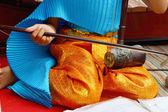 一个女孩扮演当地的泰国乐器. — 图库照片