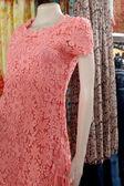 Manequins corpo vestindo roupas à venda. — Fotografia Stock