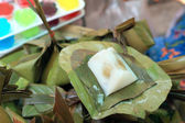 Sticky rice wrapped in banana leaves - dessert Thailand. — Foto de Stock