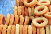 Making donut fried in market — 图库照片
