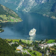 Cruise ship in Geirangerfjord — Stock Photo