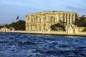 Istanbul, Turkey - Beylerbeyi Palace on the bank of Bosphorus — Stock Photo