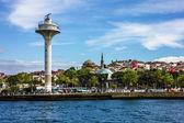 イスタンブール、トルコに海の正面にパノラマ ビューの灯台. — ストック写真