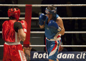 Women's boxing match — Stock Photo