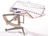 Scala antica spedizione con posta aerea lettere con sfondo bianco — Foto Stock