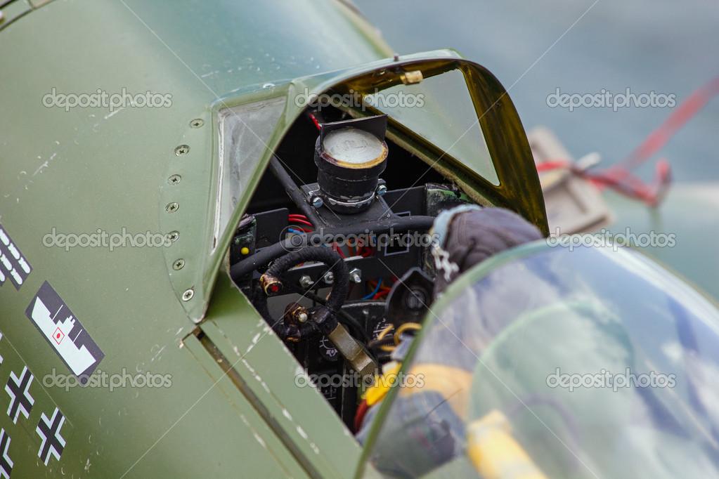 老驾驶舱模型飞机具有充分的座舱细节