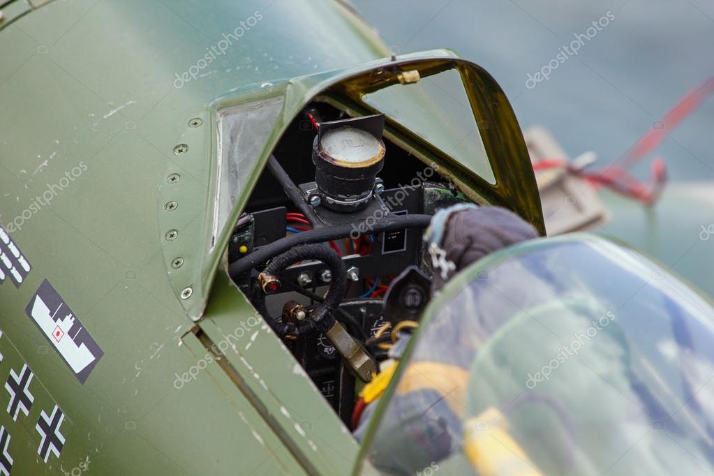 老驾驶舱模型飞机具有充分的座舱细节— 照片作者 suzi44