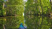 Canoa sul canal — Foto Stock