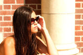 Girl Wearing Sunglasses on a Sunny Day — Stock Photo