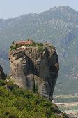 Tour du monastère au sommet d'un rocher meteora, grèce — Photo