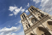 Notre Dame Cathedral in Paris with dramatic blue sky — Zdjęcie stockowe