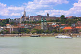 View of Buda part of the Budapest including the St. Matthias and Fishermen's Bastion — Stock Photo