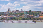 View of Buda part of the Budapest including the St. Matthias and Fishermen's Bastion — Stockfoto