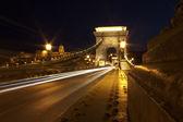Geceleri, budapes zincir köprü görünümü — Stok fotoğraf