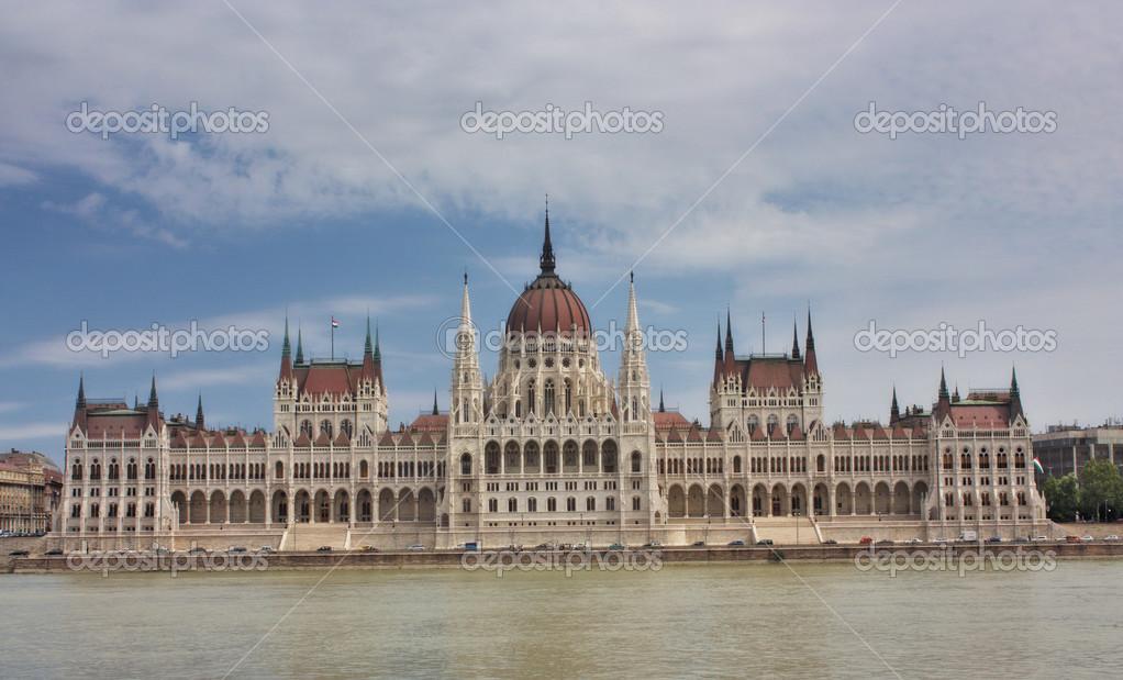 Vista della parte pest della citt di budapest e del for Immagini del parlamento