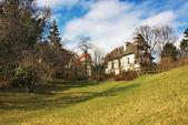 Gamla typiska österrikiska hus på baden, österrike. — Stockfoto