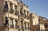 Una fachada de un edificio antiguo de la ciudad vieja de jerusalén, israel — Foto de Stock