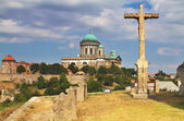 View of a the Saint Thomas chapel and Esztergom Basilica from a hill,Hungary — Foto de Stock