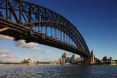 Sydney Harbour Bridge and Sydney Opera House at dawn — Stock Photo