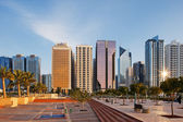 A warm sun illuminates the Abu Dhabi Skyline — Stock Photo