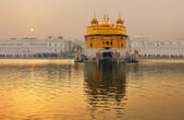 The Golden Temple, Amritsar, India attracts more that one million visitors per week — Stock Photo
