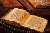 An ancient hand scripted Quran — Stockfoto