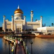 Sultan Omar Ali Saifuddien Mosque in Brunei — Stock Photo #21354305