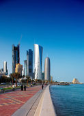 Doha's Corniche in West Bay is a popular exercise location — Stock Photo