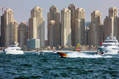Yacht racing and power boating in Dubai Marina — Stock Photo